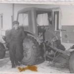 mladik s traktorem