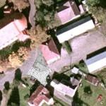 Satelitní snímek a vložený plán projektanta